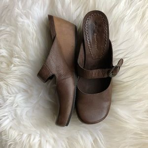 Baretraps Brown Gladly Leather Mule Clog 10